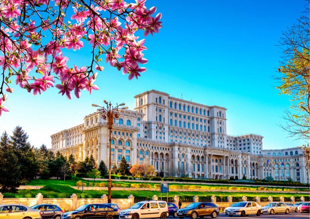 Facciata esterna del parlamento di Bucarest